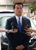 패스트트랙 고발 경찰 조사 '입장 밝히는 윤준호 의원