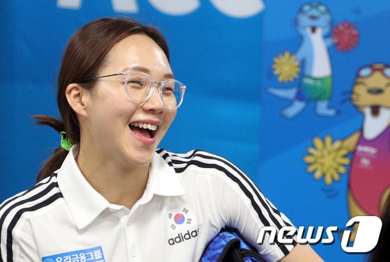 환한 미소 보이는 \'한국 수영 기대주\' 김서영