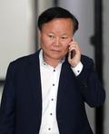 걸려온 전화 받는 김재원 위원장