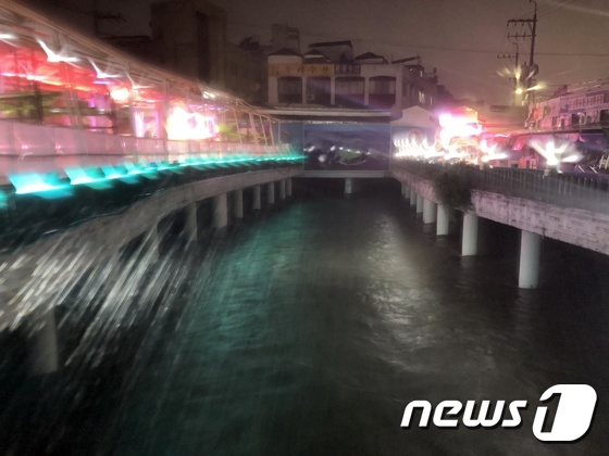 \'태풍 다나스\' 제주 500㎜ 폭우에 하천 수위 상승