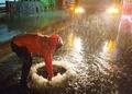 '태풍 다나스' 제주, 도로 맨홀 물 넘쳐