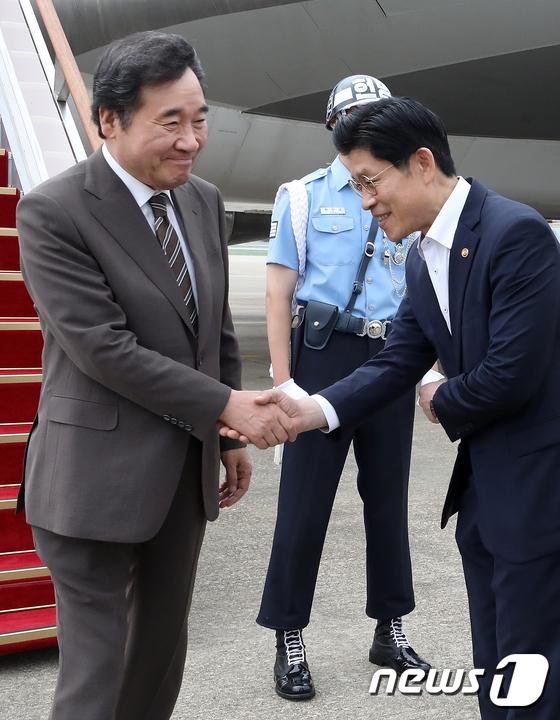 4개국 순방 마친 뒤 서울공항 도착한 이낙연 총리