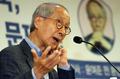 윤여준 '총체적 난국 대한민국, 결국정치가 문제다'