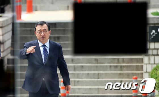 \'방송법 위반\' 재판 출석하는 이정현 의원