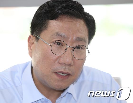 중견기업연구원 방문한 양정철 원장