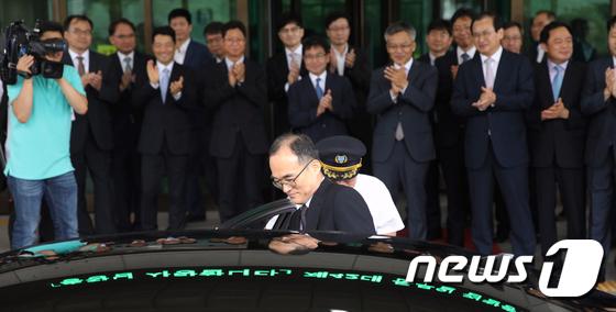 대검 떠나는 문무일 검찰총장