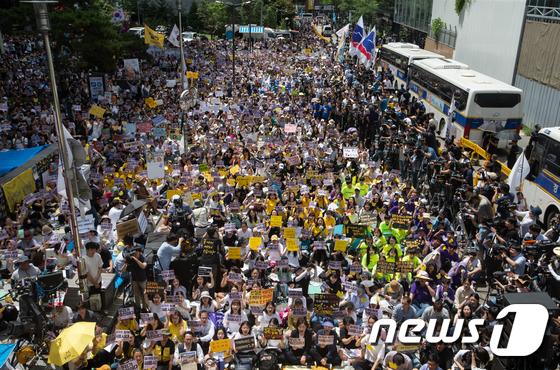 1400차 정기수요시위 가득 메운 인파