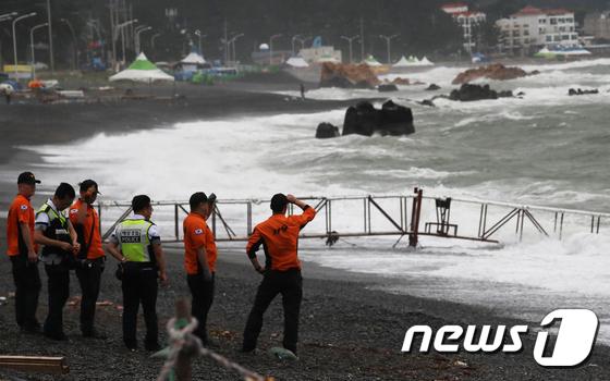 20대 남성 태풍 '크로사' 영향 높은 파도에 실종