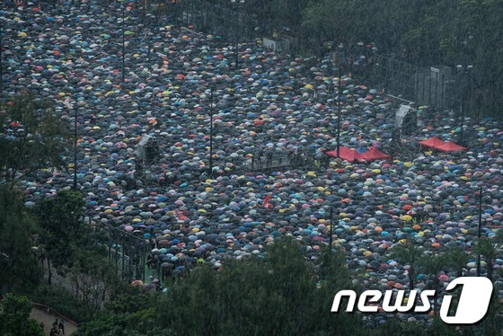 홍콩 대규모 집회 시작…中 무력개입 여부에 긴장
