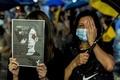 홍콩 경찰 무력진압 규탄하는 시위대