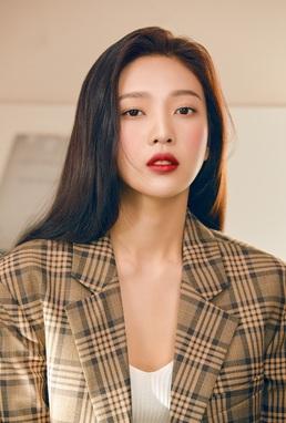 [N화보] 레드벨벳 조이, 강렬한 레드립으로 보여준 섹시미