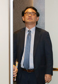 굳은표정으로 승강기 오른 주한 일본대사관 경제공사