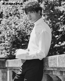 [N화보] 김재욱, 파리 빛낸 슈트핏...독보적 섹시美