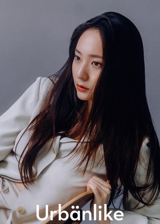 [N화보] 독보적 분위기…크리스탈, 데뷔 10년차의 성숙미