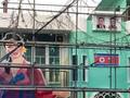홍대 앞 주점에 인공기와 김일성 부자 사진이?