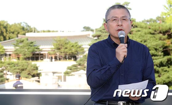 황교안 대표, 청와대 앞에서 文 정권 규탄 발언