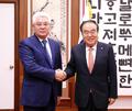 카자흐 외교 장관 만난 문희상 국회의장
