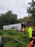 경부고속道 동대구분기점 시외버스 추락...1명 사망