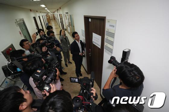 """""""조국, 檢수사 저해""""…한국당, 장관직 효력정지가처분 신청"""