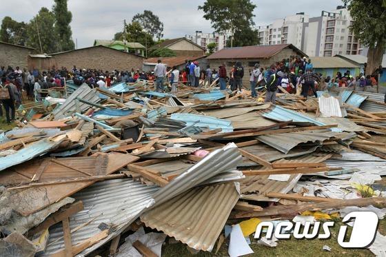 """아프리카 케냐서 학교 건물 붕괴…""""아동 7명 사망"""""""