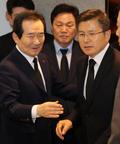 고 신격호 빈소 앞에서 만난 정세균 총리와 황교안 대표