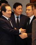 고 신격호 빈소에서 만난 정세균 총리와 황교안 대표
