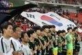 방콕 축구경기장 덮은 대형 태극기
