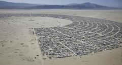 사막에 펼쳐진 현대판 캐러밴
