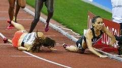 트랙에서 넘어지는 미국여자선수들