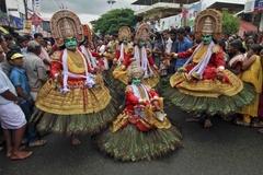 인도 남부 추수감사제의 댄서들