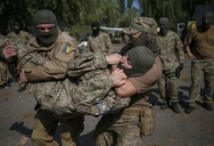 우크라 경찰특공대의 훈련
