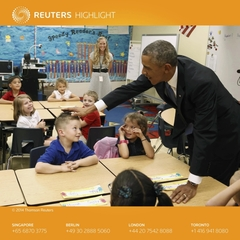 오바마, 어린이 머리 만지며