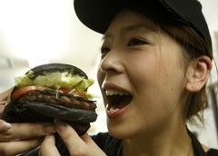 일본 버거킹, 검은 햄버거 출시