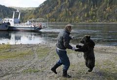 불곰과 함께 춤을…