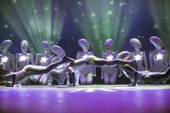 ET로 변한 댄서들