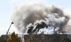 미 경비행기 공항건물과 충돌 4명 사망