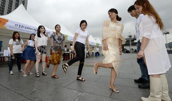 우리나라 '고무줄' 같은 필리핀 전통놀이