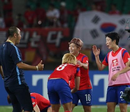 한국 여자 축구 '짜릿한 역전승'