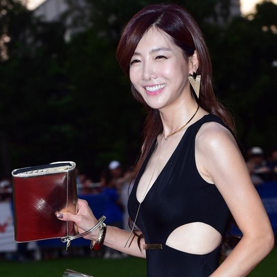 김혜진, '반달 눈웃음'