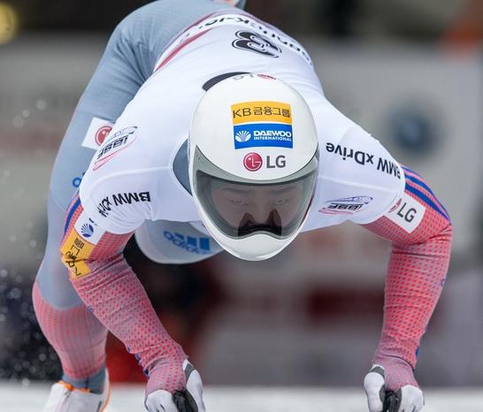 윤성빈, 5차 월드컵대회서 0.03초 아쉬운 은메달