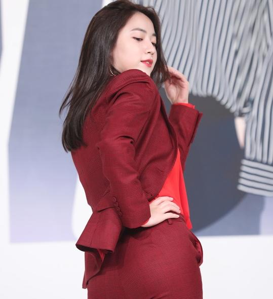 류화영, '새빨간 뒤태 유혹'