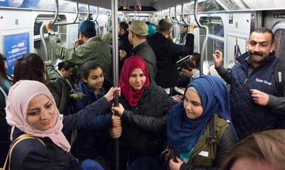뉴욕 지하철 탄 시리아·이라크 난민
