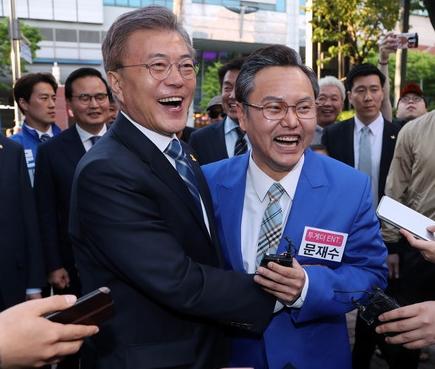 문재인-김민교 '우리 닮았나요?'