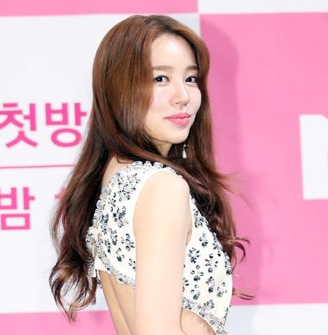 윤은혜, 원숙미 넘치는 파격 패션