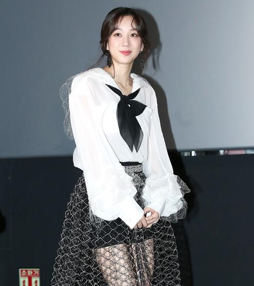 정려원, '영화관 패션퀸'