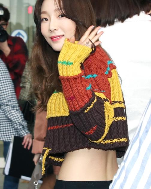 소녀시대 태연, 공항 패션은 배꼽티