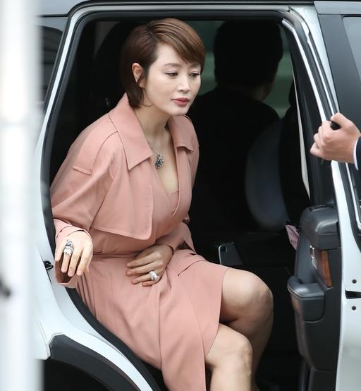 김혜수, 아찔한 하차