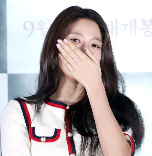 김설현, 사랑 눈빛