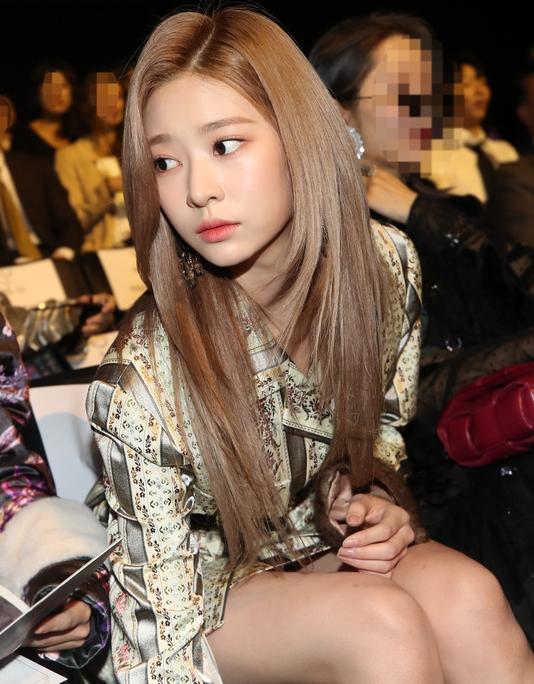 아이즈원 김민주, 화보같은 일상