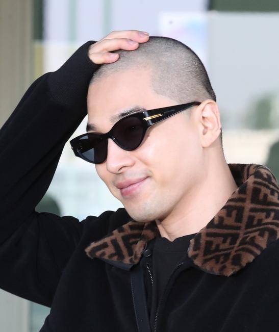 빅뱅 태양, 군 제대후 첫 공식 외출은 '삭발'